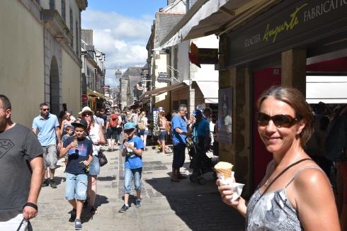 Inne i gamla staden i Concarneu