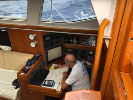 Jocke kollar navigering och pratar i SSB