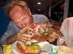 Tobbe äter lobster. Nyårsafton