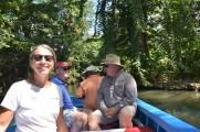 Vi glider sakta fram i floden