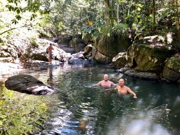Vi badar i djungeln