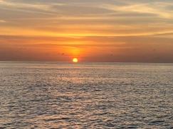 Solen går ner i havet