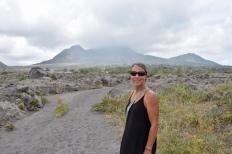 Vulkanen i bakgrunden
