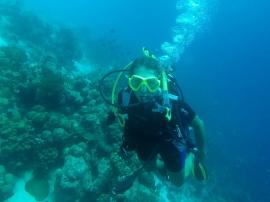 Cecilia på 15 meters djup.