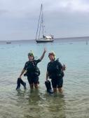 Lyckliga efter avslutat dyk