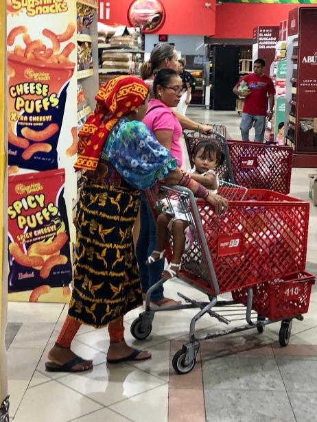En Kunaindian vill såklart också ha snacks